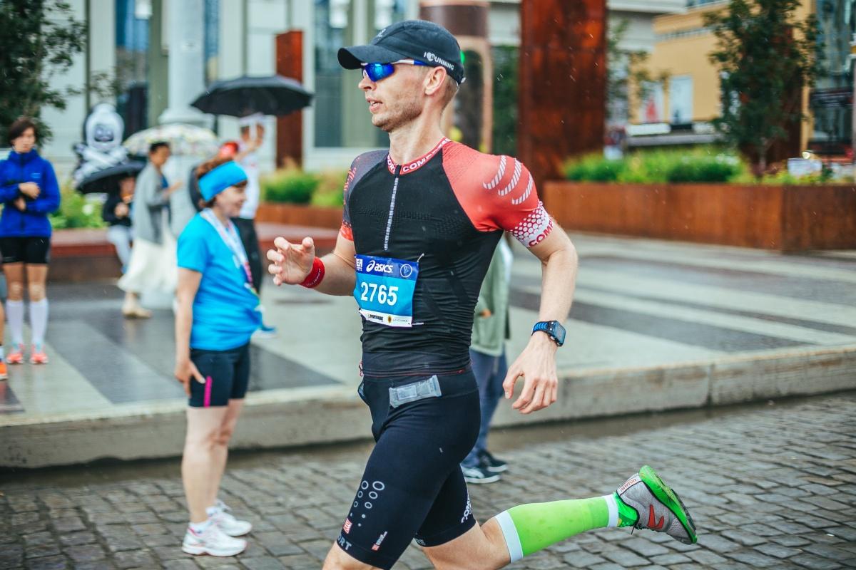 Казанцев советует надевать на марафон только проверенную одежду — ту, в которой вы уже бегали
