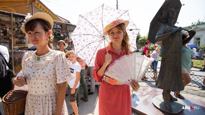 «Зонтичное утро»: в Таганроге отметили день рождения Фаины Раневской