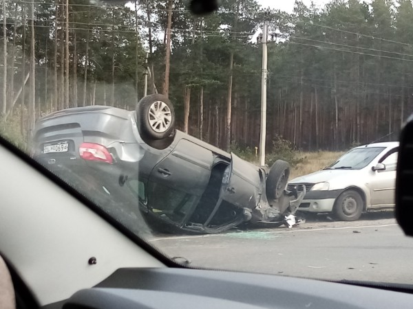 Два водителя не поделили дорогу. Как итог, одного из них «уложили на лопатки»