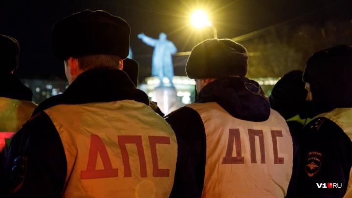 В Волгограде маршрутчики и девушка-диспетчер избили полицейских, освобождая задержанного водителя