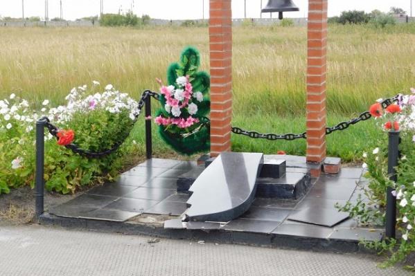 В Лебяжьевском районе вандал разгромил памятник