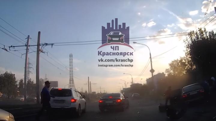 Злостный нарушитель ехал по Красрабу на красный и спровоцировал ДТП с пострадавшими