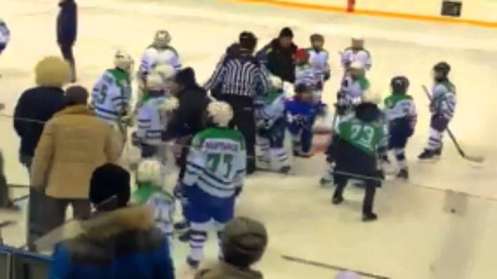 Ледовое побоище: в Башкирии матч детских хоккейных команд закончился дракой с участием родителей