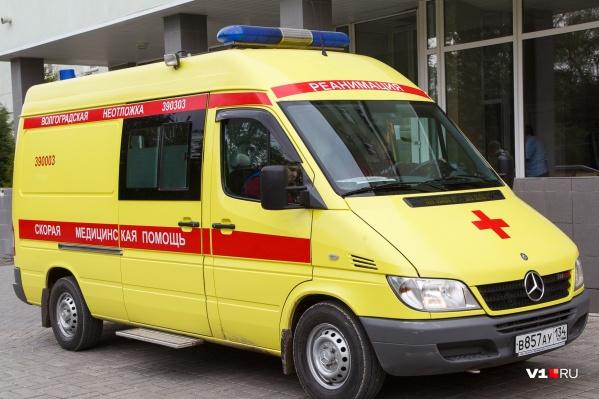 Женщину увезли на скорой в больницу