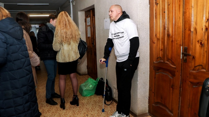 Депутата Лазарева увезли в больницу прямо из зала суда