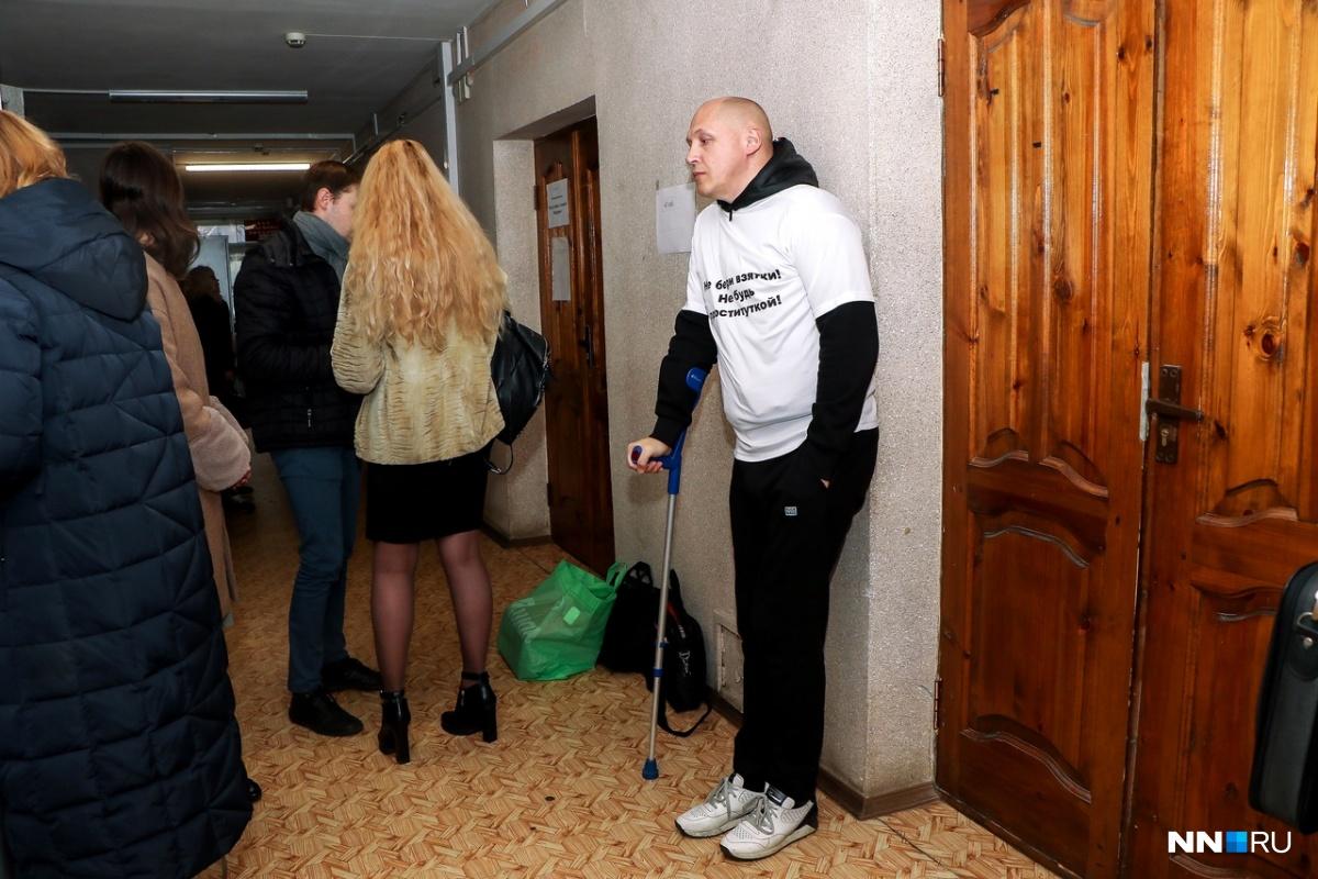 Недавно Евгений Лазарев перенёс тяжелую операцию. Видимо, последствия дают о себе знать
