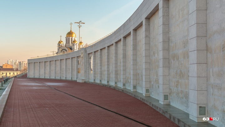 «Стену плача» на спуске площади Славы решили подровнять