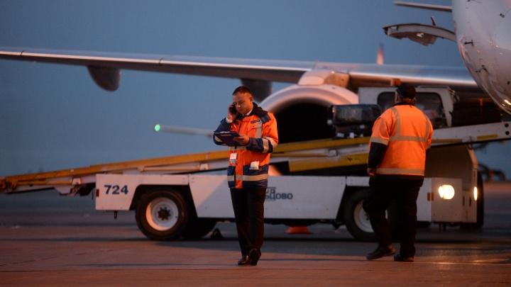 «Полный самолет китайцев, контроля никакого»: почему пассажиры не замечают проверки на коронавирус