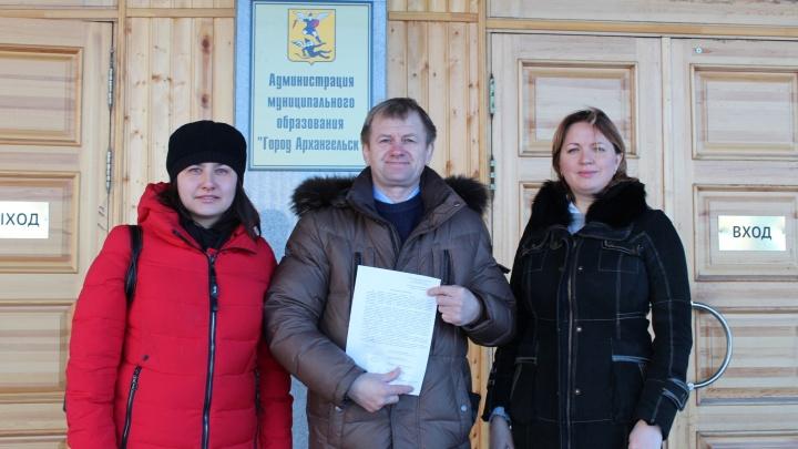 Активисты требуют от Игоря Годзиша пустить участников антимусорного митинга на площадь Ленина