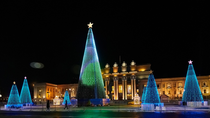 Любуемся красотой: в Самаре на площади Куйбышева зажгли главную елку