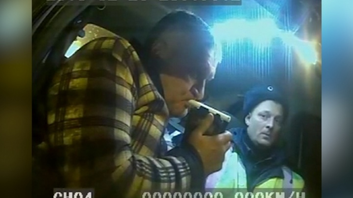 Пьяный водитель фуры распугал автомобилистов на М-5 и попытался умчаться от ГИБДД