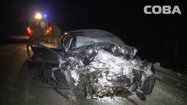 На ЕКАД Volkswagen Jetta лоб в лоб столкнулся с КамАЗом