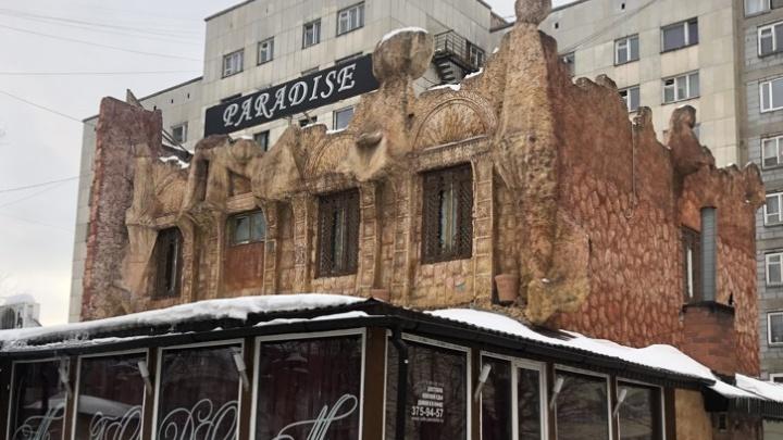 В Екатеринбурге за 76 миллионов продают нелепый «средневековый замок»: смотрим фото