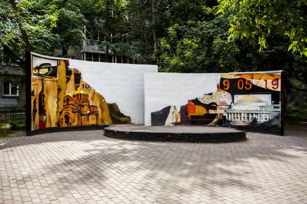 Стелу подготовили к восстановлению граффити