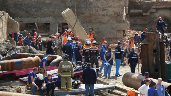 СК задержал троих подозреваемых по делу об упавшей стене на Ударной