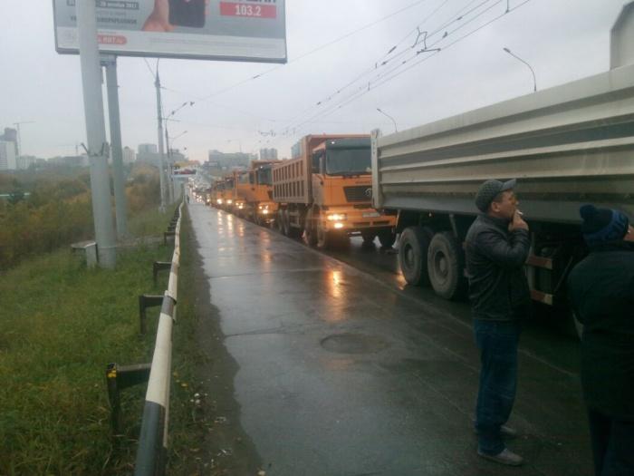 Все грузовики ехали в Кемерово из Казахстана