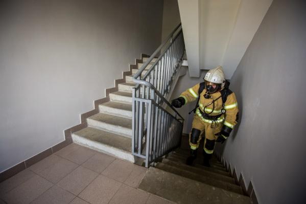 Жильцы дома эвакуировались самостоятельно из-за сработавшей сигнализации