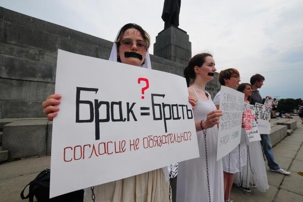 Феминистки периодически проводят акции против абортов, насилия и патриархата