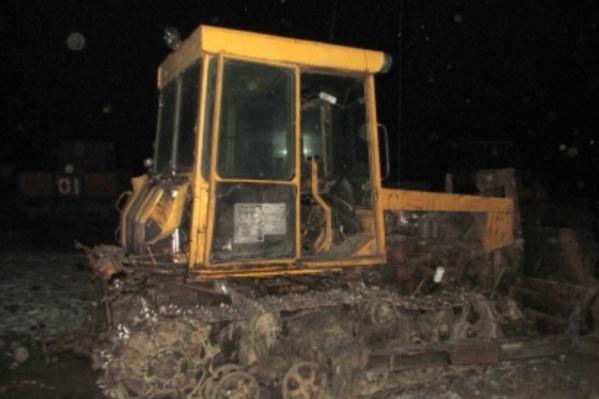 Рабочий погиб 9 ноября под гусеницами трактора