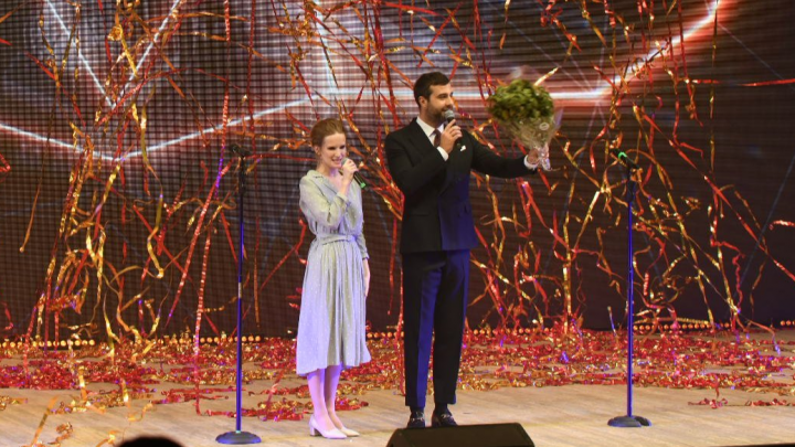 Иван Ургант и Монеточка назвали всех победителей Народной премии E1.RU. Онлайн
