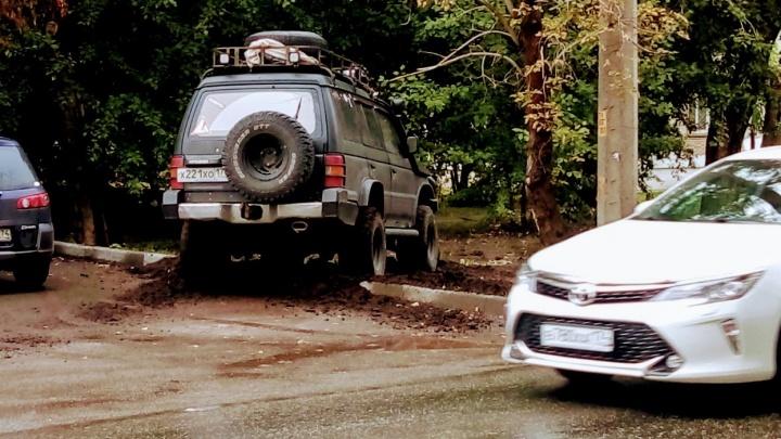 Я паркуюсь, как баран: (не) удивляемся самому твердолобому водителю Челябинска
