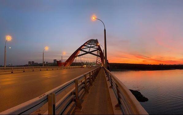 Лето на вечер вернулось в Новосибирск — любуемся кадрами розового заката