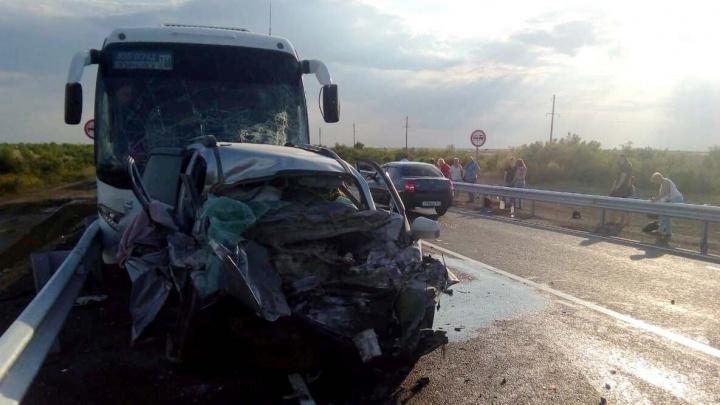 Семья из Перми попала в ДТП с автобусом под Волгоградом: ребенок в больнице, родители погибли