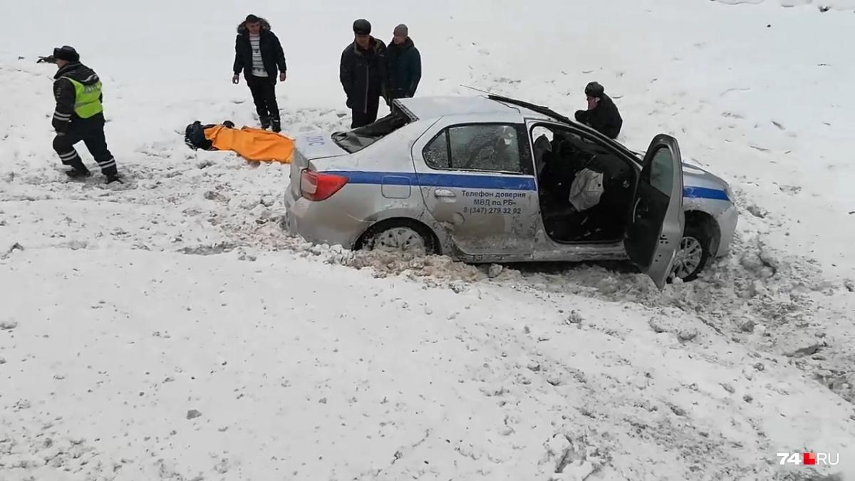 Машина ДПС из Башкирии вылетела в кювет