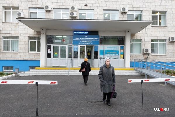 Чиновники прошли утром по поликлинике №3
