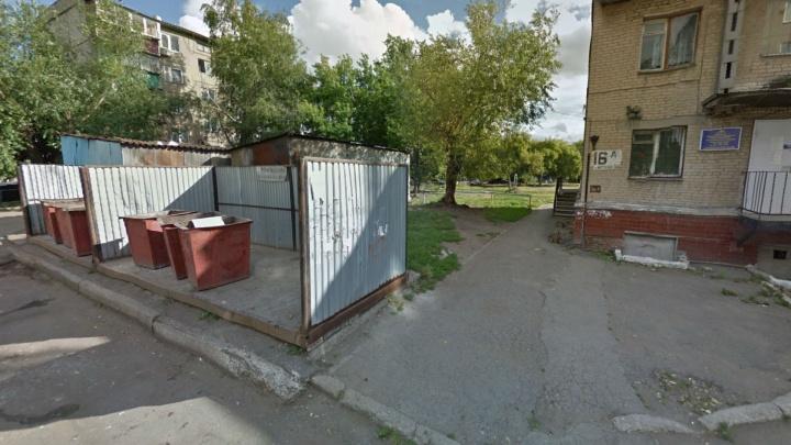 В Челябинске на мусорной площадке нашли убитую женщину