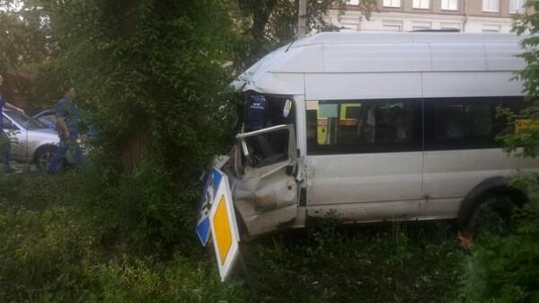 В момент аварии в салоне маршрутки находились девять пассажиров