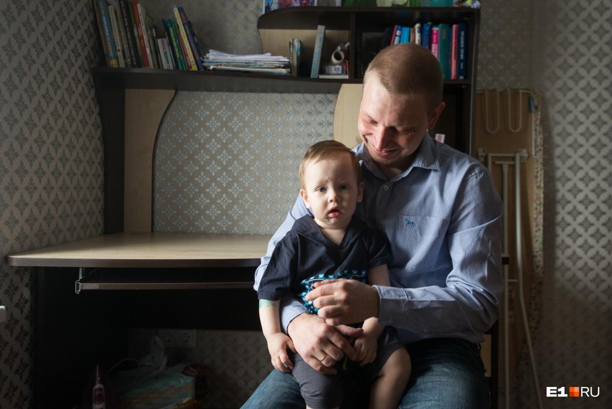 «Жена сказала, что ей важна карьера»:уралец бросил работу и сидит в декрете уже со вторым сыном