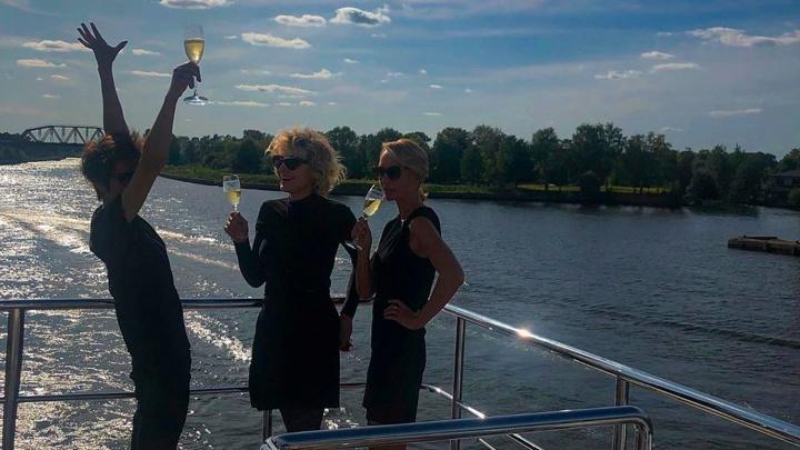«Будь счастлива! Скользи!»: Рената Литвинова трогательно поздравила Земфиру с днем рождения