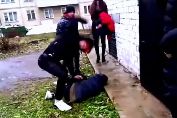 Подросток получил десятки ударов кулаками и ногами