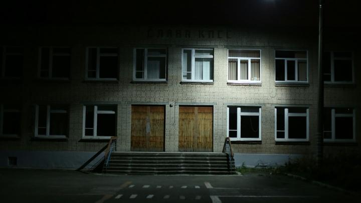 Версия несчастного случая: в школе под Челябинском ученик выстрелил и попал в голову семикласснику