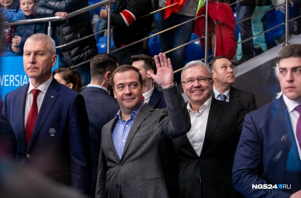 Кортеж Дмитрия Медведева засняли на дороге в аэропорт