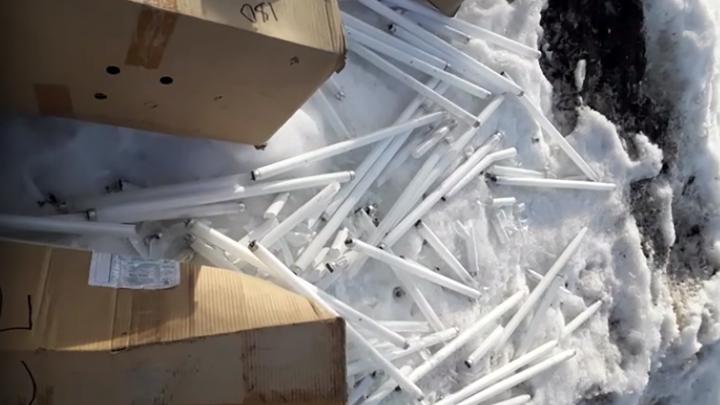 «Отравляет всё живое рядом». В Нижегородской области выкинули сотни ртутных ламп