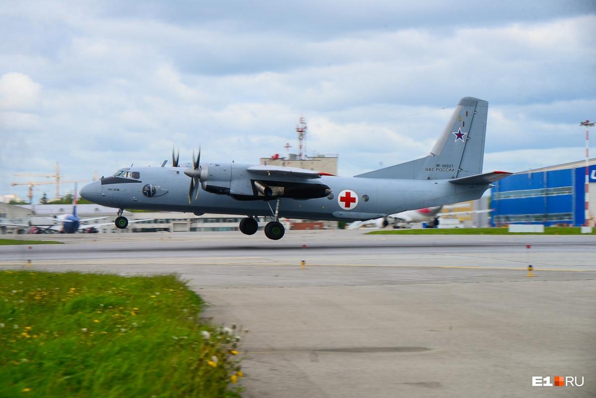 Ан-26М — эти турбовинтовые самолеты часто используются как военные транспортники