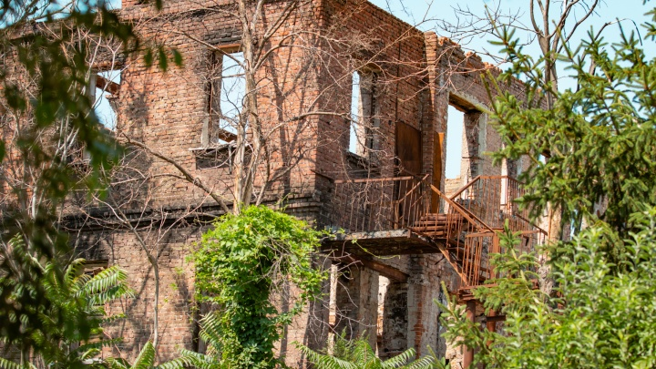 Кто-то нашел жилье, а кто-то скитается: рассказываем о судьбах погорельцев с Театрального спуска