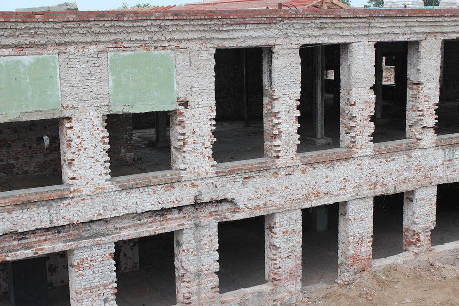 Здание разрушается