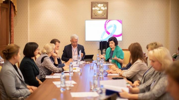 «Государству нужно, чтобы мы рожали»: репортаж с круглого стола юристов и медиков Екатеринбурга