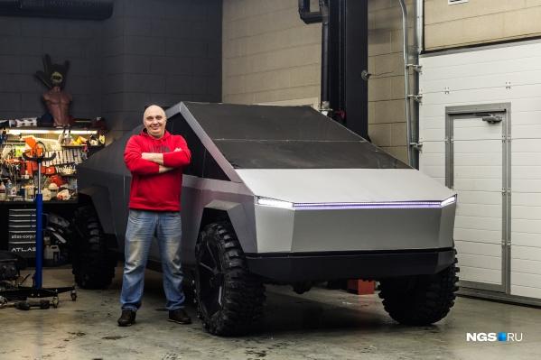 У Владислава Барашенкова и его команды ушло два месяца, чтобы превратить обычный УАЗик в то, что вы видите на фото