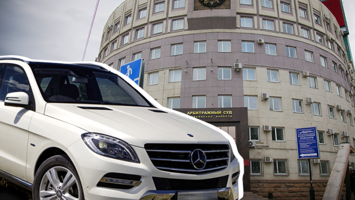 На оживлённом перекрёстке в Челябинске обчистили Mercedes судьи. Сумма ущерба впечатляет