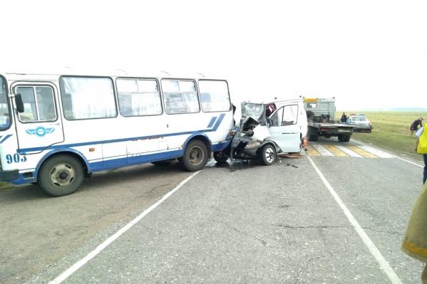 На место аварии выезжали оперативники и скорая помощь