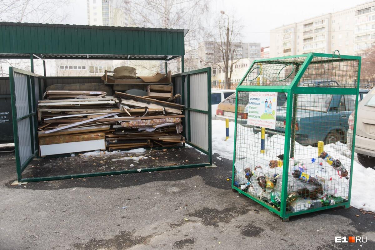 В отсеке под крупногабаритные отходы девять кубометров набирается за месяц