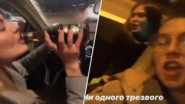 «Девочка очень любит хайп»: компания девушек катались в машине по городу и пили из горла коньяк