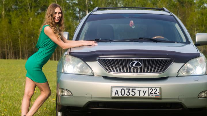 Девушка месяца: Наташа любит танцы, короткие юбочки и внедорожник Lexus RX