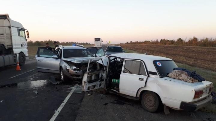Смертельный обгон: на московской трассе под Волгоградом в лобовом ДТП погибли трое мужчин