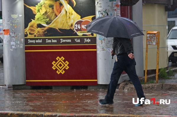 При сильном шторме зонтик от дождя точно не спасет — непогоду лучше переждать дома