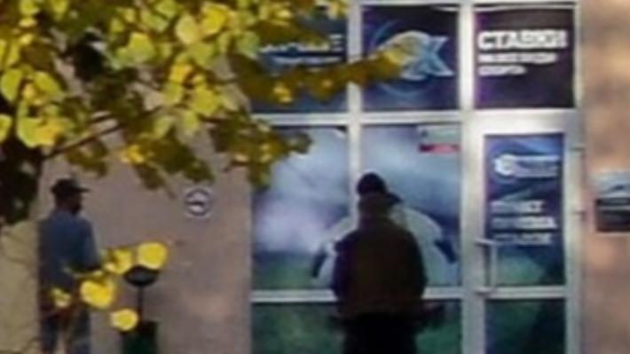 Полиция объявила в розыск вооружённого нижегородца, который ограбилбукмекерскую контору